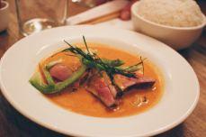 MONSIEUR K | Curry panang de canard, citronnelle et bergamote. Photos : You need a cocktail